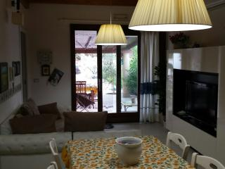 VILLINO SINGOLO PER VACANZE ESTIVE - Sant Antioco vacation rentals