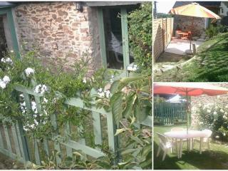 Nice Gite with Dishwasher and Short Breaks Allowed - Pledeliac vacation rentals