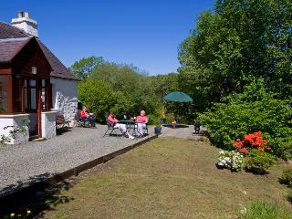 Lovely 2 bedroom Cottage in Strachur with Internet Access - Strachur vacation rentals