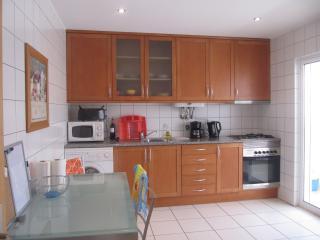 Convenient 3 bedroom Apartment in Carvoeiro - Carvoeiro vacation rentals