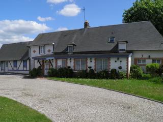 Bright 4 bedroom Guest house in Forges-les-Eaux with Internet Access - Forges-les-Eaux vacation rentals