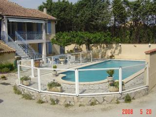 La maison De Naîs 221 ch derriére l;église noves 1 - Noves vacation rentals