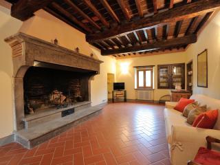 Casale Il serrone I piano - Monte Santa Maria Tiberina vacation rentals