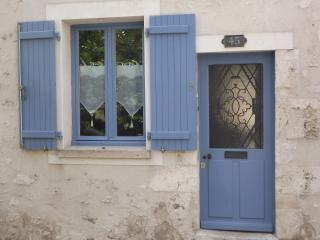 Bright 2 bedroom Gite in Provins with Internet Access - Provins vacation rentals