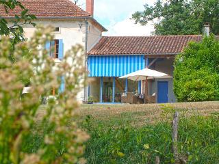 Beautiful 3 bedroom Eauze Cottage with Deck - Eauze vacation rentals