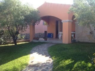 Elegante villetta con piscina - San Teodoro vacation rentals