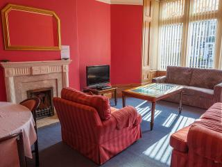 Cozy 2 bedroom Vacation Rental in Cardiff - Cardiff vacation rentals