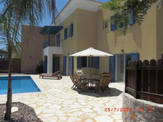 3 bedroom Villa with Internet Access in Geroskipou - Geroskipou vacation rentals
