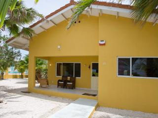 Villa Amarilla, pool and car, central on island - Curacao vacation rentals