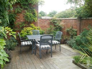 Beautiful 1 bedroom Poole House with Internet Access - Poole vacation rentals