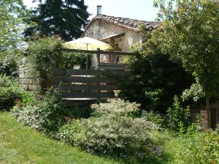 Charming House in Realmont with Garden, sleeps 2 - Realmont vacation rentals