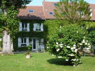 Charming 2 bedroom Quincy Voisins Gite with Internet Access - Quincy Voisins vacation rentals