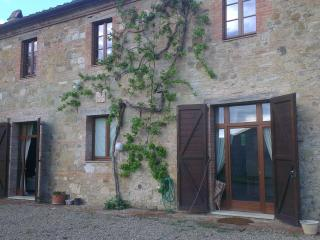 Nice Farmhouse Barn with Internet Access and Dishwasher - San Quirico d'Orcia vacation rentals