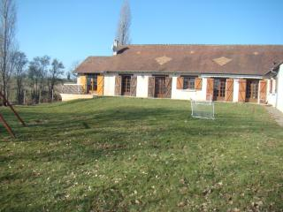 Spacious Gite with Internet Access and Television - Gesnes-le-Gandelin vacation rentals