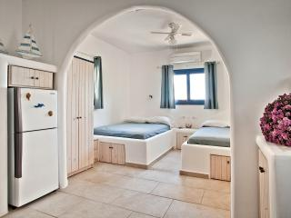 Romantic 1 bedroom Villa in Kira Panagia - Kira Panagia vacation rentals