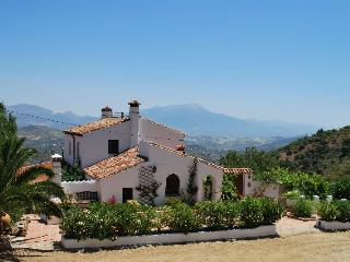 Beautiful 4 bedroom Farmhouse Barn in Colmenar - Colmenar vacation rentals