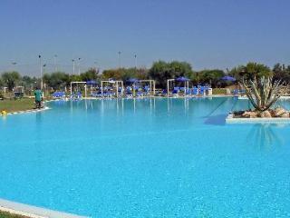 2 bedroom Resort with Internet Access in Torre Rinalda - Torre Rinalda vacation rentals