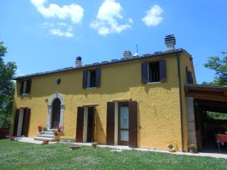 Lovely 2 bedroom Farmhouse Barn in Fossombrone - Fossombrone vacation rentals