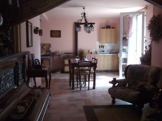 Bright 5 bedroom Guest house in Apecchio - Apecchio vacation rentals