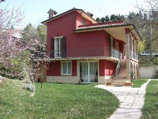Bright 5 bedroom Apecchio Guest house with Hot Tub - Apecchio vacation rentals