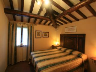 Cozy 2 bedroom B&B in Cortona with Internet Access - Cortona vacation rentals