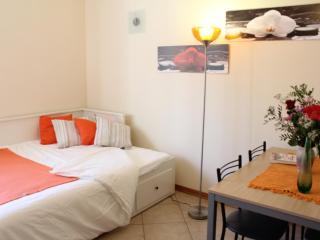 NEW+GARAGE, AIR COND, NEAR METRO AND S.RAFFAELE - Milan vacation rentals