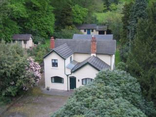 Beautiful Cottage with Internet Access and Television - Newcastle-under-Lyme vacation rentals