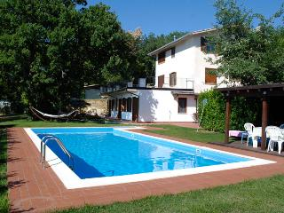 Nice Villa with Internet Access and Television - San Valentino in Abruzzo Citeriore vacation rentals
