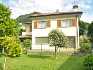 Bright 3 bedroom Dervio House with Internet Access - Dervio vacation rentals