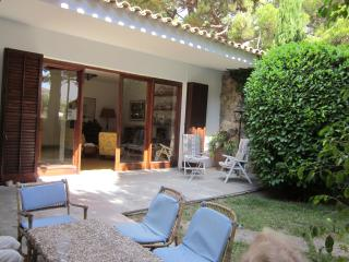 Unbeatable waterside villa, holds 8, large garden - S'Agaro vacation rentals