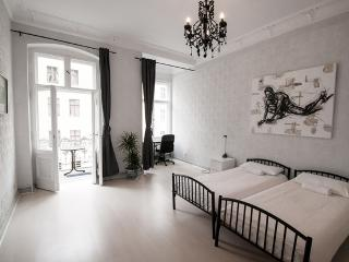 4 Bedroom Vacation Flat with Balcony in Berlin - Berlin vacation rentals
