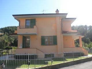 3 bedroom House with Internet Access in Nocchi - Nocchi vacation rentals