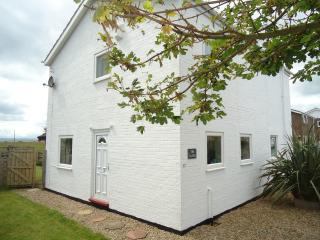 2 bedroom Cottage with Internet Access in Beadnell - Beadnell vacation rentals