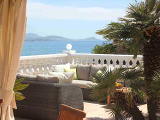 Seafront Family Villa directly at the beach - Saint-Aygulf vacation rentals