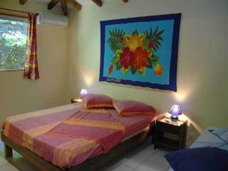 Romantic 1 bedroom Bungalow in Saint-François - Saint-François vacation rentals