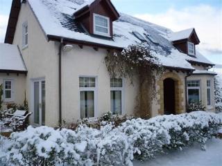 Perfect 2 bedroom Glencoe Village House with Internet Access - Glencoe Village vacation rentals