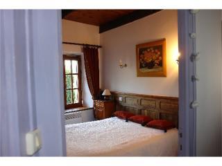 Bright 2 bedroom Morlaix Gite with Internet Access - Morlaix vacation rentals