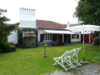 Bright 3 bedroom Furnas Cottage with Internet Access - Furnas vacation rentals
