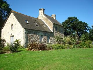 Charming Cottage with Internet Access and Central Heating - Valognes vacation rentals