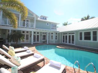 NAPLES MERMAID COTTAGE ~ Old Naples Beach House Style ~ Private Beach! - Naples vacation rentals