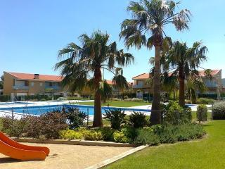 Casalot Park: Townhouse close to the beach + A/C - Miami Platja vacation rentals
