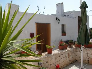 Romantic Trullo in Cisternino with Internet Access, sleeps 2 - Cisternino vacation rentals