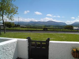 Wonderful 1 bedroom Brynsiencyn Cottage with Refrigerator - Brynsiencyn vacation rentals