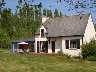 Beautiful House with Internet Access and Satellite Or Cable TV - Henansal vacation rentals