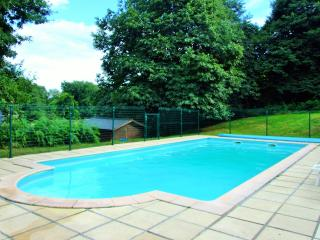 Hazel Cottage with shared heated pool - Guemene-sur-Scorff vacation rentals