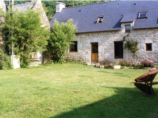 Mulberry Cottage with shared heated pool - Guemene-sur-Scorff vacation rentals