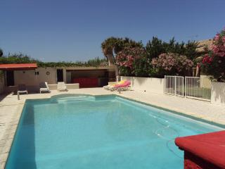 Nice Condo with Internet Access and Dishwasher - Aigues-Mortes vacation rentals