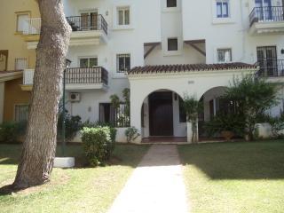 Garden apartment - Puerto José Banús vacation rentals