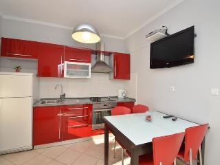 2 bedroom Apartment with Internet Access in Zavalatica - Zavalatica vacation rentals