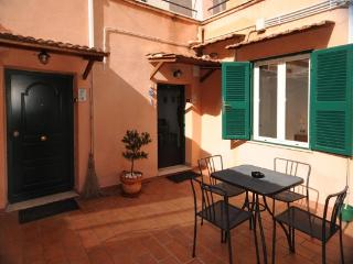 "Green Apartments Rome  ""wifi ,terrace . specials"" - Rome vacation rentals"